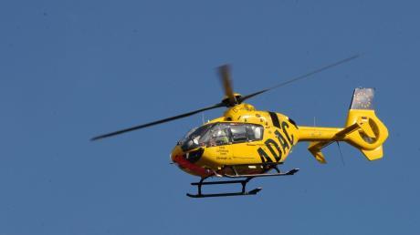 Mit einem ADAC-Hubschrauber wurde die junge Frau ins Klinikum geflogen.
