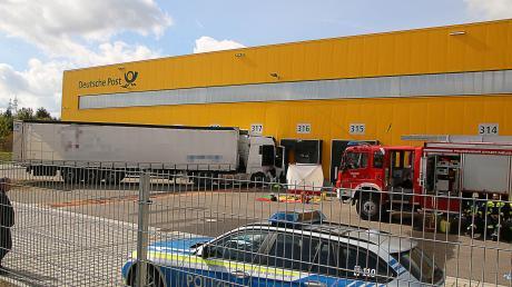 Tödlicher Unfall in Gersthofen, eine Lastwagen fuhrt dort am Dienstagvormittag in eine Gewerbehalle.