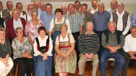 Viele der Gründungsmitglieder waren zum Ehrungsabend der Bergschützen gekommen und erhielten für ihre langjährige Treue und ihr Engagement eine Auszeichnung.