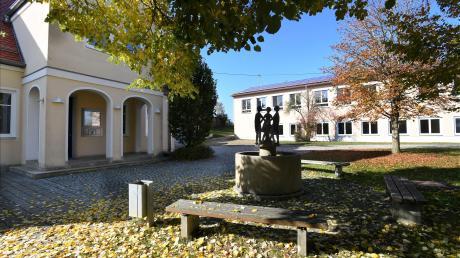 Der Platz vor Rathaus in Ehingen soll neu gestaltet werden, die Kita erweitert und eine Mehrzweckhalle an die Schule angebaut werden.