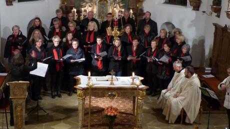 Der Kirchenchor der Pfarreiengemeinschaft Emersacker-Heretsried-Lauterbrunn feiert sein 40-jähriges Jubiläum. Außerdem ist Sieglinde Kazemiyeh seit 25 Jahren die Chorleiterin der Gruppe.