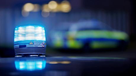 Die Polizeiinspektion Zusmarshausen sucht jetzt nach Zeugen, die von dem Vorfall etwas beobachtet haben.