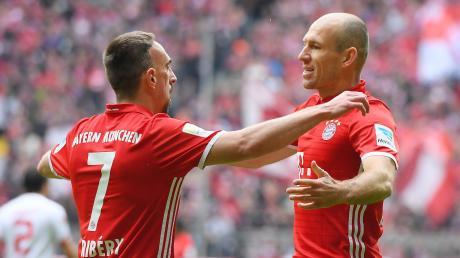 Ein gewohntes Bild in den vergangenen zehn Jahren: Franck Ribéry (links) und Arjen Robben beim gemeinsamen Torjubel. Nun geht ihr gemeinsamer Weg beim FC Bayern zu Ende.