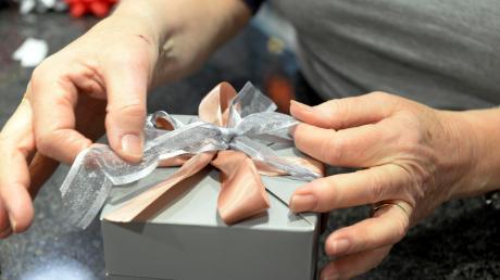 Ein Unbekannter hat sich an einem Briefkasten in Kellmünz zu schaffen gemacht und ein Paket entwendet.