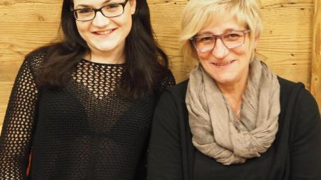 Freuen sich auf ihr erstes gemeinsames Theaterstück: Yvonne Weimann (links) und Jutta Schnell.