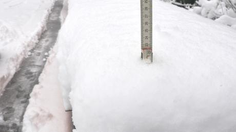 Mehr als 20 Zentimeter Schnee sind in Stadtbergen gefallen.