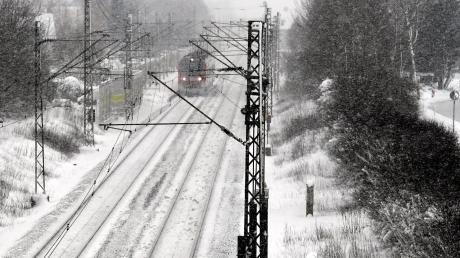 Starker Schneefall sorgte für Verspätungen bei Zügen.