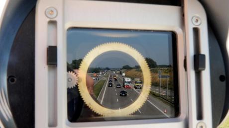 Vor allem zwischen Adelsried und Zusmarshausen ist die A8 der Unfallbrennpunkt schlechthin. Die Polizei fordert daher entsprechende Schilderbrücken.