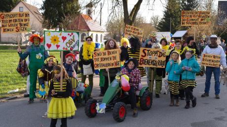 Dies war der Faschingsbeitrag des Obst- und Gartenbauvereins beim Faschingsumzug 2018.