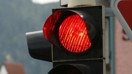 Rotlicht missachtete ein Autofahrer am Bobinger Industriepark.