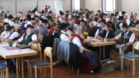 Tracht pur war im Tassilosaal des Klosters Thierhaupten angesagt. Dort trafen sich die Delegierten des Donaugau-Trachtenverbandes.