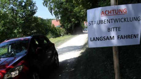 Im Sommer 2019 gab es Proteste von Anwohnern in Welden, weil dort Staub aufgewirbelt wurde. Viele Autofahrer hatten wegen der Staatsstraßen-Baustelle den Schleichweg zwischen Welden und Bonstetten benutzt.