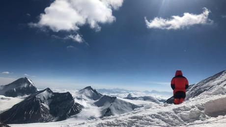 Der Adelsrieder ist mit sechs weiteren Bergsteigern und einem Führer unterwegs.