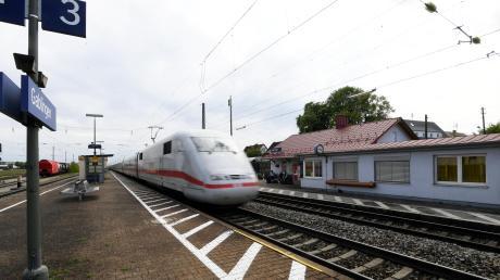 Die Region bekommt neue Nahverkehrszüge und deshalb müssen Bahnsteige in Gablingen (Bild) und Westendorf schnell erhöht werden.