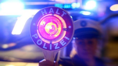 Zwischenfall am Randes Modular-Festivals: Ein Taxifahrer soll beinahe eine Polizistin umgefahren haben.