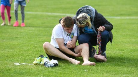 Trost benötigten die Spieler des SV Cosmos Aystetten (hier Florian Linder) nach dem Abstieg aus der Landesliga.