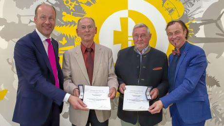 Ehrung für zwei Zusmarshauser mit (von links) Landrat Martin Sailer, Richard Kraus, Peter Baldauf und Bürgermeister Bernhard Uhl.