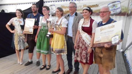 Die Wollishauser freuten sich über den Sieg im Landkreis Augsburg in der Kategorie der größeren Orte.
