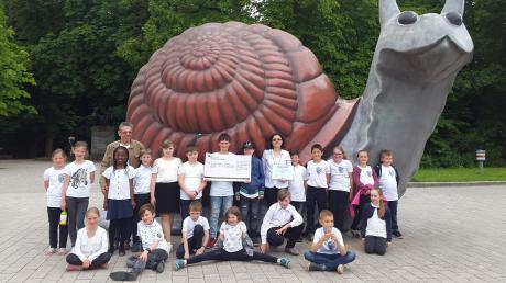 Die Kinder der Bläserklasse Nordendorf/Meitingen nahmen mit ihren Dirigenten Walter Möckl und Nicole Küchelbacher-Möckl beim Bläserklassenwettbewerb des Bayerischen Blasmusikverbandes teil.