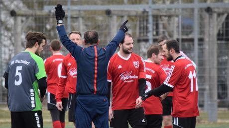 Ein kurioser Rekord: Benjamin Ullmann (rechts), der in der Winterpause vom VfR Foret zum SV Thierhaupten wechselte, sah im Trikot beider Vereine die Rote Karte.