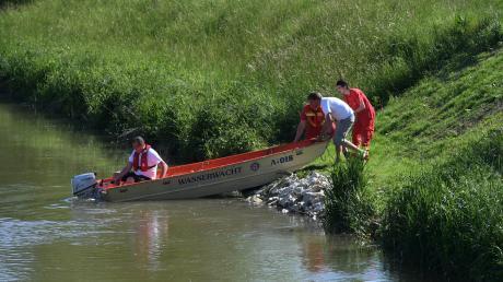 Für ihre Fahrzeuge, ein Boot und Ausrüstung sucht die Steppacher Wasserwacht neue Räume.