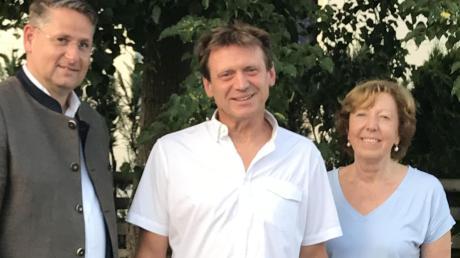 Roland Woppmann, 54, (Mitte) will in Aystetten Bürgermeister werden.