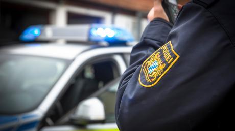 Auf dem Parkplatz eines Autohauses in Biburg ist ein Kastenwagen gestohlen worden.