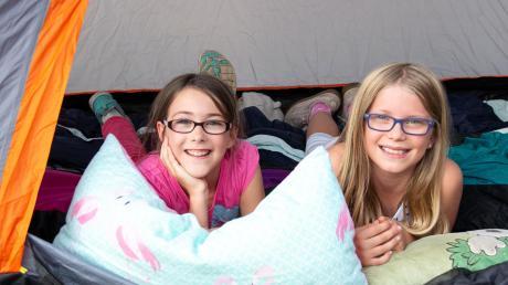 Das Titania ganz für sich alleine – diese Idee im Ferienprogramm der Stadt Neusäß kommt super an. Nora und Maja sind beste Freundinnen und haben Spaß beim ersten gemeinsamen Zelten.