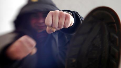 Eine körperliche Auseinandersetzung in Bellenberg beschäftigt die Polizei.