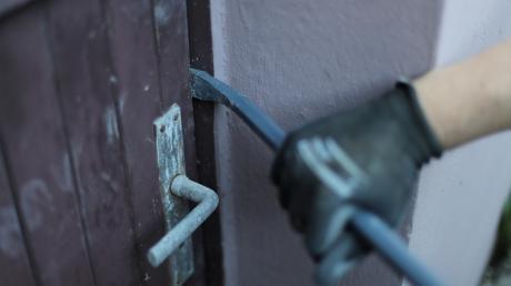 Ein Unbekannter hat Freitagnacht in Ellzee in ein Firmengebäude einbrechen wollen.