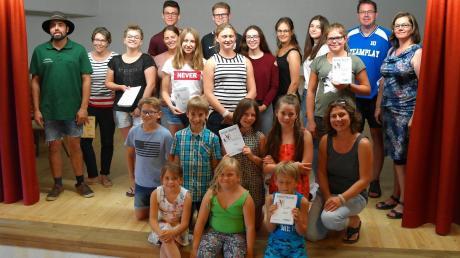 Bei den Ehinger Theaterfreunden steht in diesem Jahr die Jugend auf der Bühne. 18 Mädchen und Buben zwischen sechs und 18 Jahren sowie einige Erwachsene sind derzeit eifrig am Proben und Rollenlernen.