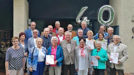 40 Jahre Tennisabteilung: Die Ehrenmitglieder des TSV Leitershofen bekamen Urkunden.