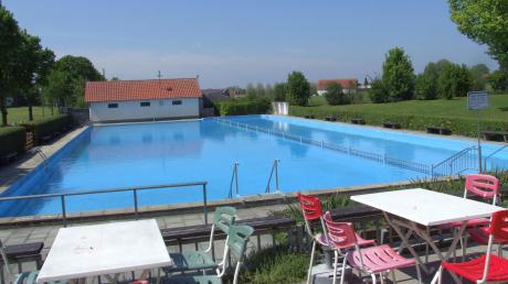 Zwei Wochen früher als ursprünglich geplant geht im Freibad Kutzenhausen der Badebetrieb zu Ende. Bereits in der kommenden Woche sollen die Arbeiten für den Abriss und den Neubau der Anlage beginnen.