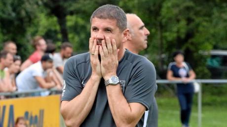 Meitingens Trainer Pavlos Mavros und Abteilungsleiter Torsten Vrazic konnten es nicht fassen, als man gegen Stätzling überrumpelt wurde.