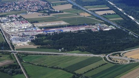 Meitingen und Biberbach streiten sich wegen der Ausbaupläne der Lechstahlwerke. Teile des Lohwalds müssten abgeholzt werden - für Biberbach nicht tragbar.