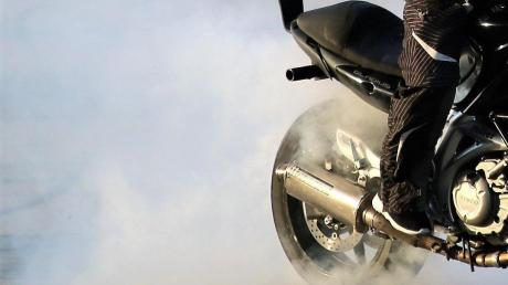 Der Motorradfahrer hatte angeblich im Streit das Hinterrad durchdrehen lassen.