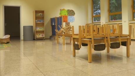 In der Schule in Altenmünster ist Platz für zwei Krippengruppen geschaffen worden. Sie sollen hier so lange betreut werden, bis der Anbau am Kindergarten fertig ist.