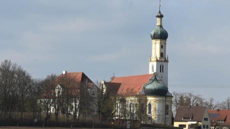 Weithin sichtbar ist die Wallfahrtskirche Biberbach. Ein hörbares Geschichtsbuch erzählt den Besuchern, wie sich die Wallfahrt entwickelte, welche Verbindung es zu Mozart gibt und was die Votivtafeln bedeuten.