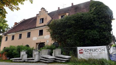 Was passiert mit der Alten Post in Biburg? Ein Antrag zur Errichtung von 18 Wohnungen wurde vom Bauausschuss wegen fehlender Stellplätze abgelehnt.