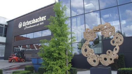 Die Brauerei Ustersbach Adolf Schmid KG verfügt über einen eigenen 140 Meter tiefen Brunnen.