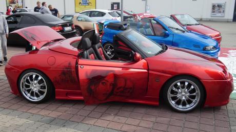 Getunte Fahrzeuge waren die Stars beim Sommerfest der gemeindlichen Jugendarbeit in Diedorf. Rund 100 Sportwagen waren zu sehen.