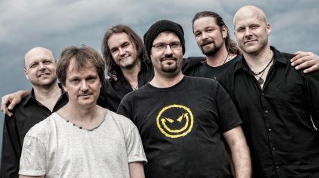 Das Repertoire der Coverband Village reicht von The Hooters über die Toten Hosen bis zu den Doobie Brothers.