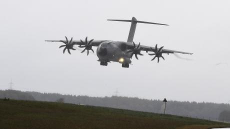 Schon heute fliegen Transportmaschinen des Typs A400M den Militärflughafen in Lagerlechfeld an. Mitte des nächsten Jahrzehnts sollen hier zehn dieser Maschinen ihren Heimatstandort haben.