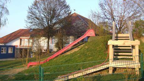Viel Platz und zu wenig Personal: Der Katholische Kindergarten St, Nikolaus in Kutzenhausen erhält eine weitere Praktikantenstelle, um die aktuellen Herausforderungen zu bewältigen.