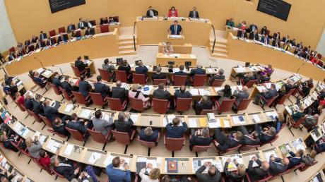 Einigkeit ist nicht gerade an der Tagesordnung im Bayerischen Landtag. Anders sieht es in Sachen Corona-Krise aus.