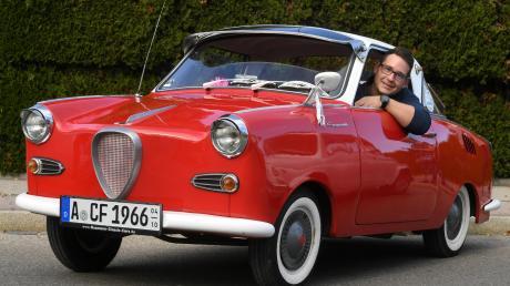 Christian Fuchsbauer hat sein Goggomobil, Baujahr 1966, gemeinsam mit seinem Vater jahrelang eigenhändig restauriert.