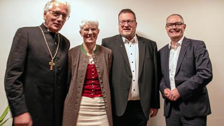 Abschiedsfeier mit (von links) Regionalbischof Axel Piper, Sabine Blumtritt, Dekan Stefan Blumtritt und Bürgermeister Michael Wörle.
