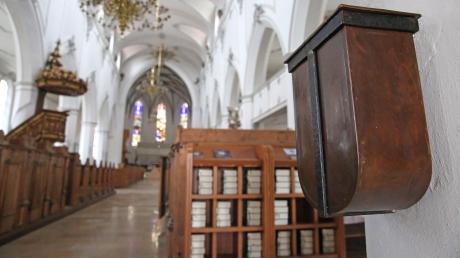 Nach dem Gottesdienst am Sonntag brachen Unbekannte den Opferstock im Eingangsbereich der Kirche St. Martin in Heretsried auf.