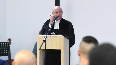 Peter Trapp ist der neue evangelische Pfarrer in der Justizvollzugsanstalt Gablingen. Er möchte als Seelsorger ein offenes Ohr für die rund 600 Gefangenen haben.