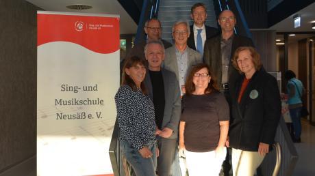 Der Vorstand der Neusässer Sing- und Musikschule. Die Ämter der Kassenprüfer wurden an Sigrid Wagner und Markus Bühne neu vergeben.